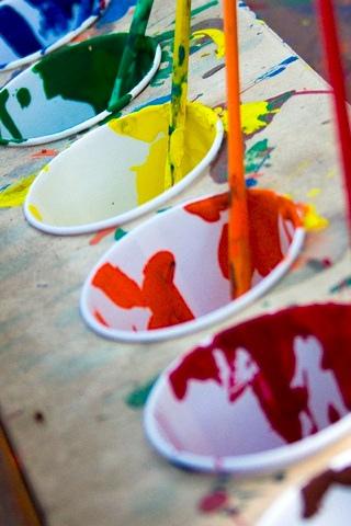 De chouettes pots de peinture