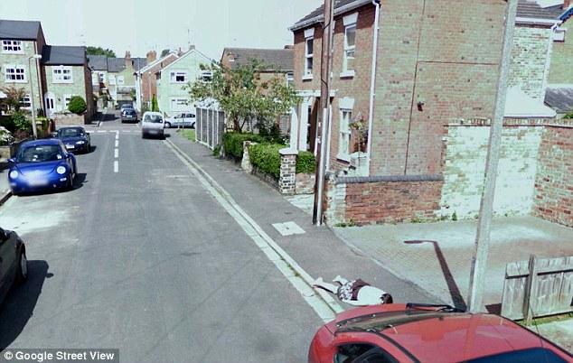 Un cadavre d'une fillette dans Google Street View