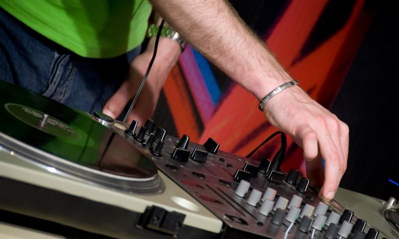 Vidéo : Token Traktor Pro, une table de mixage tactile pour DJ
