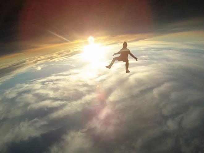 Vidéo : un saut en parachute en slow motion