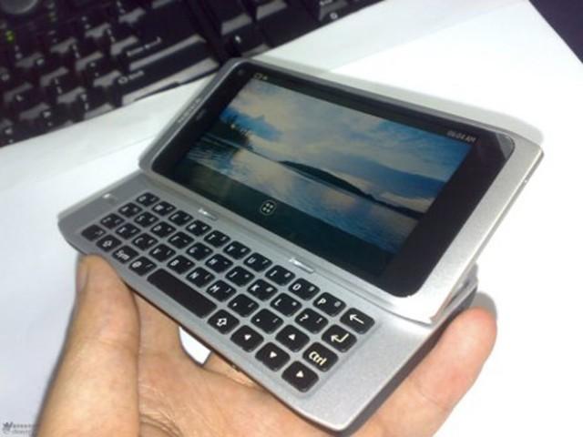 Nokia N950 : un N9 avec un clavier physique