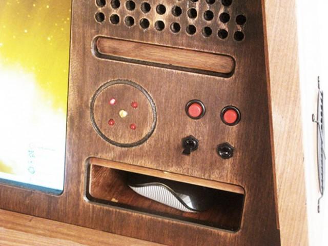 Sputnik 0667, un casemod rétro et qui sent bon le communisme