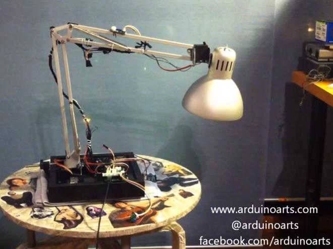La lampe de Pixar animée en vrai grâce à un kit Arduino