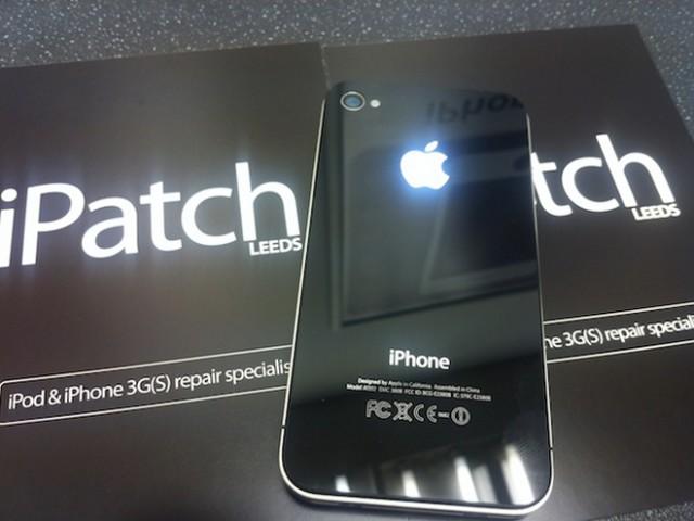 Un iPhone 4 avec une pomme qui brille dans le noir !