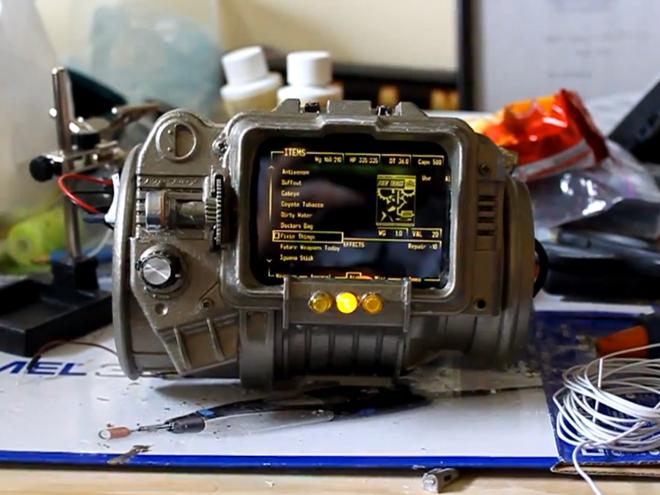 Un Pip-Boy 3000 réalisé avec un HTC Desire HD et avec un Kit Arduino !