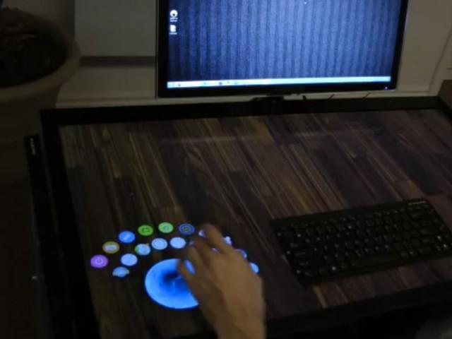 EXOdesk, un bureau tactile de 40 pouces