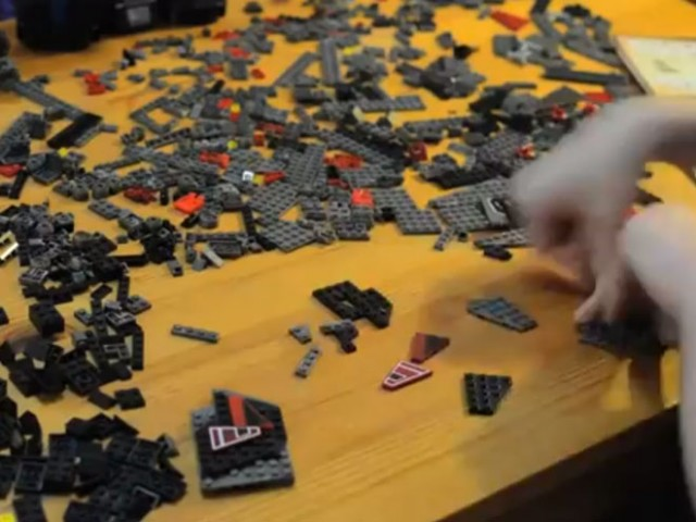 Vidéo : la construction du BattleCruiser de Starcraft 2 en Lego