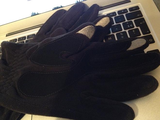 Isotoner SmarTouch, se réchauffer les mains et utiliser son mobile tactile, c'est possible !