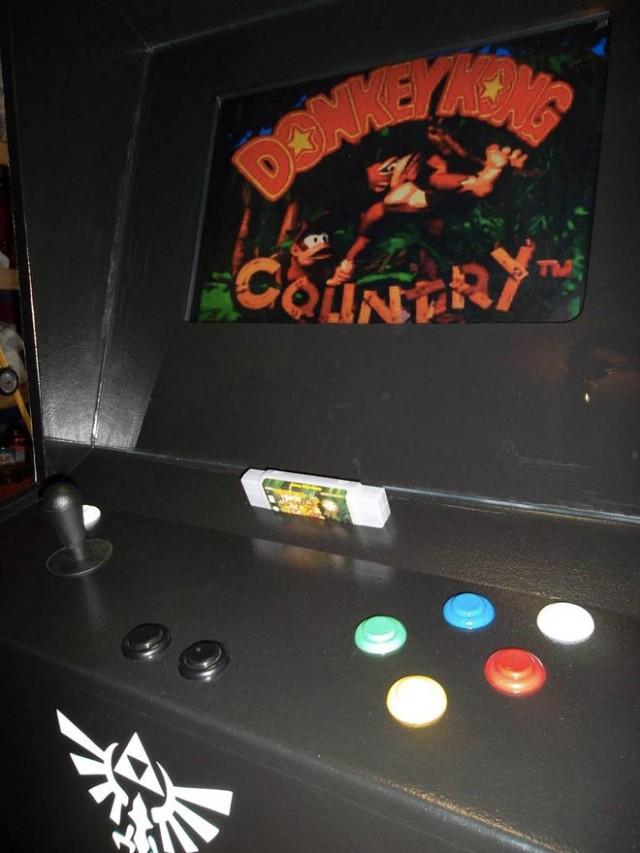 Une borne d'arcade pour la Super Nintendo