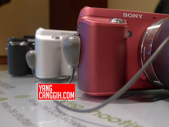 Encore des photos du Sony NEX-F3
