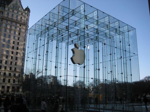 Pourquoi l'écran du MacBook Pro Retina est incliné à 70° dans les Apple Store
