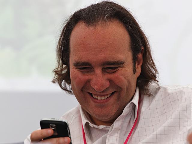 Xavier niel d fend free mobile for Piscine xavier niel