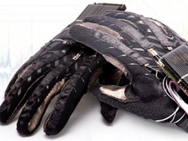 Des gants capables de traduire la langue des signes en langage parlé