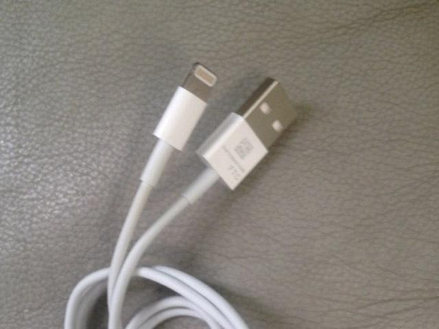 iPhone 5 : une photo du câble de synchronisation du nouvel iPhone ?