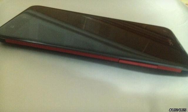 Les premières photos d'un HTC équipé d'un écran HD de 5 pouces