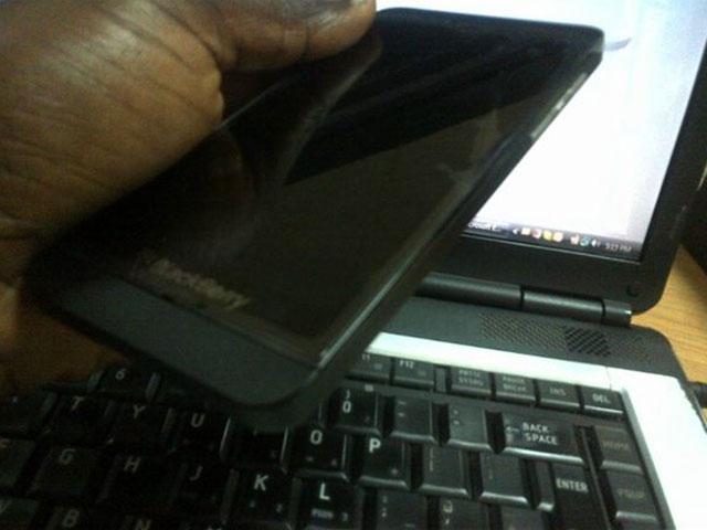 Une vue trois quarts du BlackBerry 10 L-Series