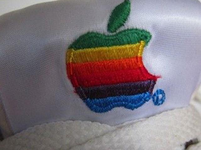 Baskets Apple : le logo en gros plan