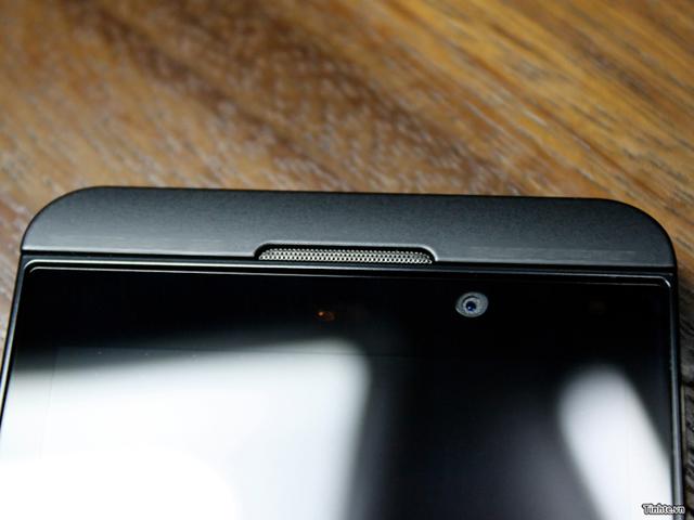 BlackBerry 10 L-Series : le capteur frontal