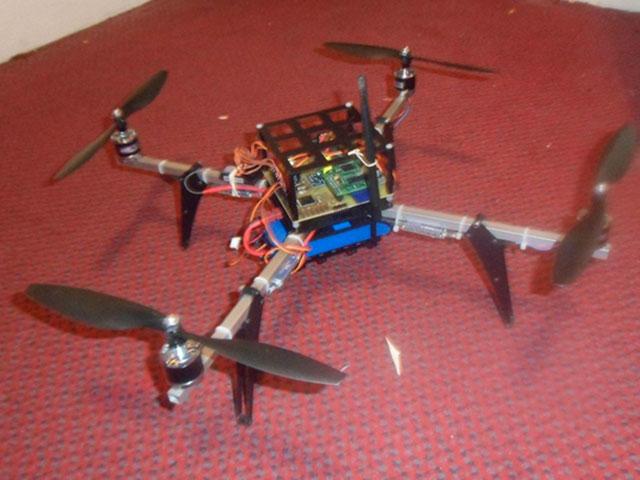 Un Quadricoptère propulsé par un Raspberry Pi