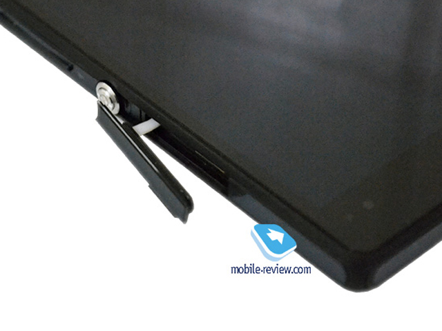 Sony Yuga : le port pour cartes microSD