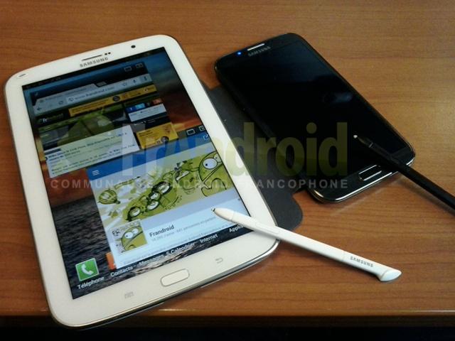 Samsung Galaxy Note 8.0 : en pose, avec le Note 2