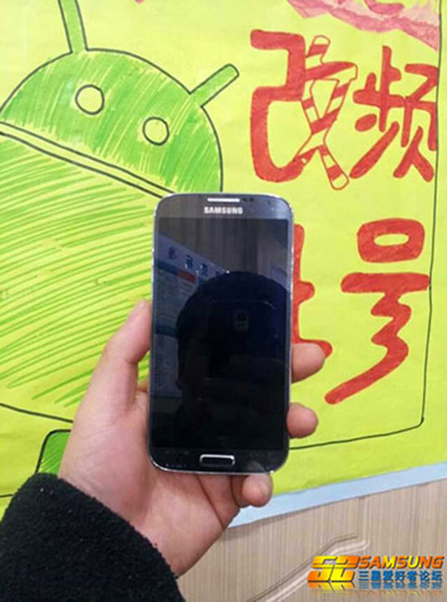 Samsung Galaxy S4 : de face