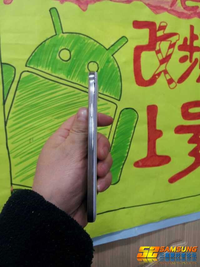 Samsung Galaxy S4 : bordure en métal