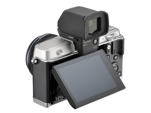 Olympus E-P5 : photo de l'arrière du boitier, avec un viseur numérique