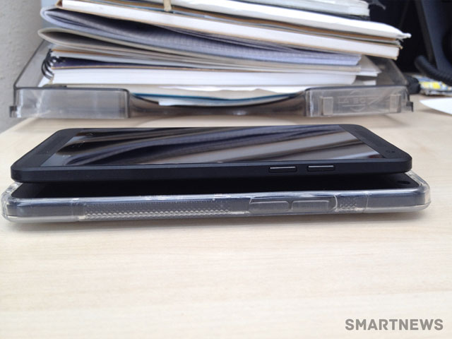 HTC One Mini noir : vue de profil