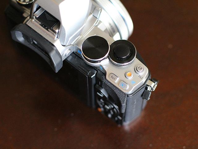 Olympus OM-D E-M10 - image 6