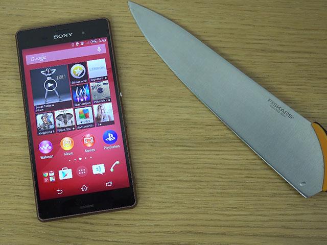 Jouer à Fruit Ninja avec un vrai couteau sur le Sony Xperia Z3 ? Check !