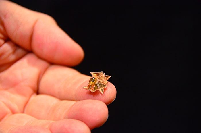 Ce minuscule robot peut changer de forme pour accomplir diverses tâches