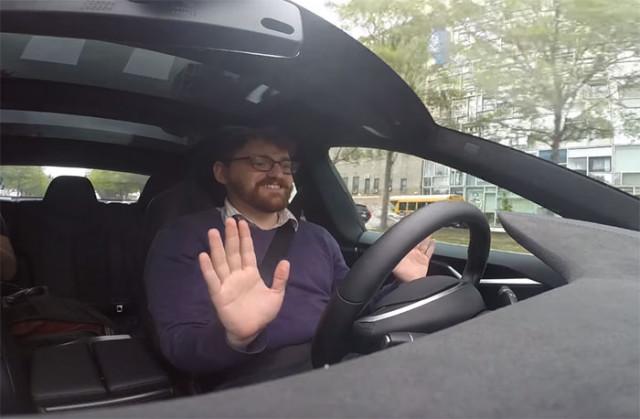 Une Tesla Model S en pilotage automatique, c'est assez flippant !