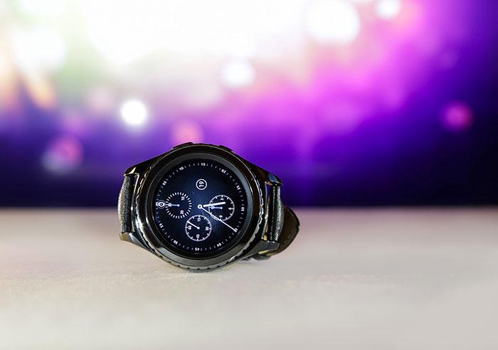 Samsung imagine une montre capable de projeter un écran sur la main