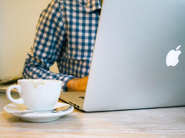macbook pro  un concept fute se focalisant sur le clavier et la barre oled