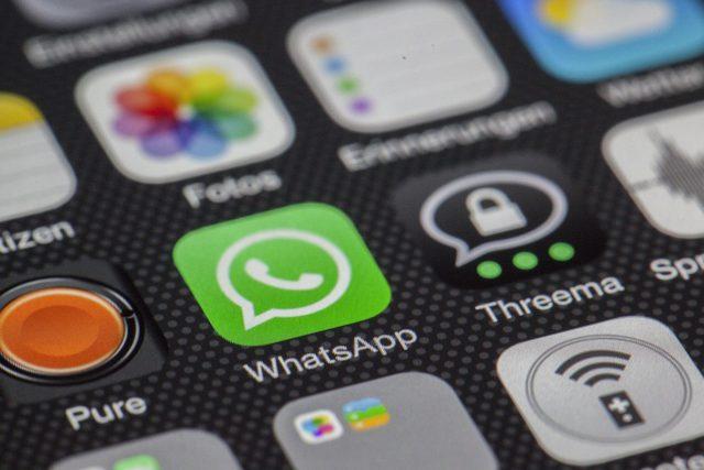 WhatsApp va partager vos numéros avec Facebook