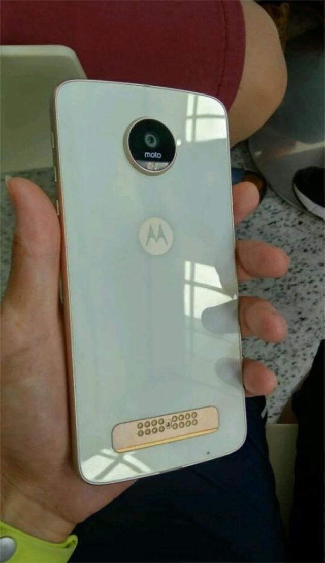 Moto Z Play : image 2