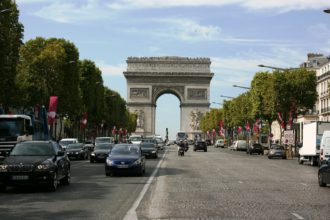 Champs elysées drones