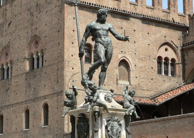 Facebook censure une statue du dieu Neptune — Réseaux sociaux