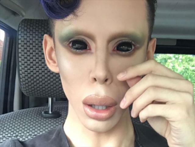 Il dépense une fortune pour ressembler à un extraterrestre