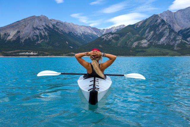 Un kayak transparent pour admirer les fonds marins