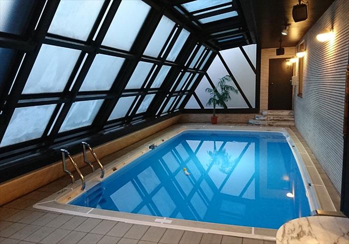 Cette piscine est une star dans la pornographie nippone for Apprendre a plonger dans une piscine