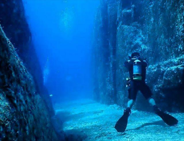 Pyramide sous-marine au Japon : les vestiges d'une civilisation engloutie ?