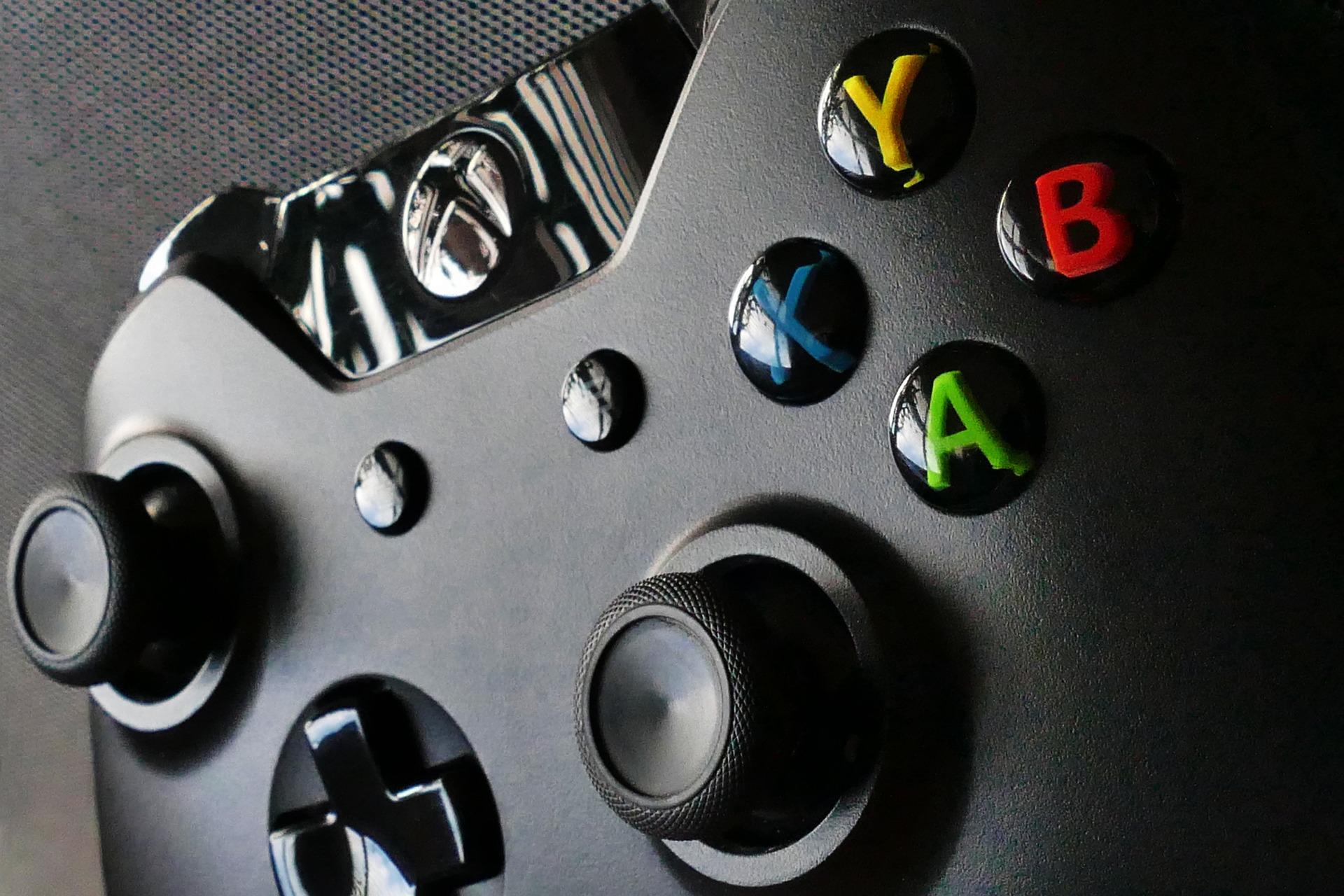🔥 La Xbox One S 1 To, ses deux manettes et 4 jeux à 299 € chez FNAC