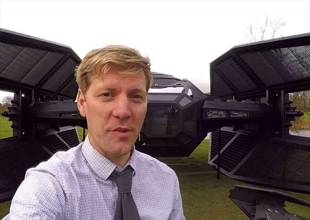 Colin furze a construit une r plique du vaisseau de kylo ren dans son jardin - Mettre du crottin de cheval dans son jardin ...