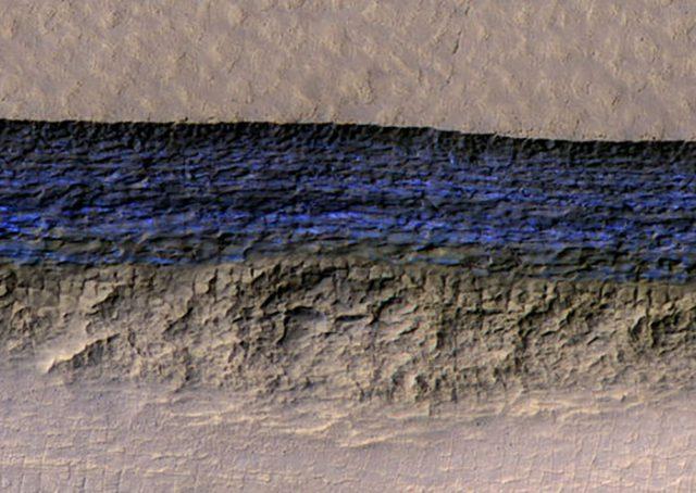 Il y a plus de glace que prévu sur Mars