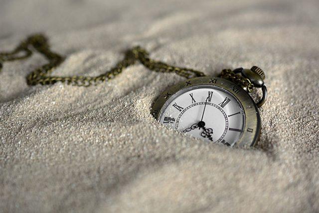 Pas de doute les voyageurs dans le temps sont la mode - Anastasia voyage dans le temps ...