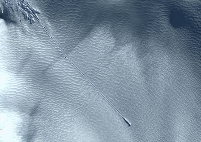 Ovni dans les glaciers - Google Earth Google-earth-640x453
