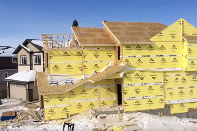 Un Youtubeur A Entrepris De Construire Lui-Même Sa Maison