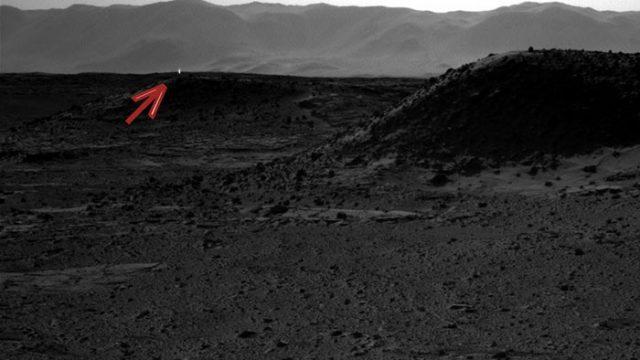 Une lumière brillante à l'horizon de Mars
